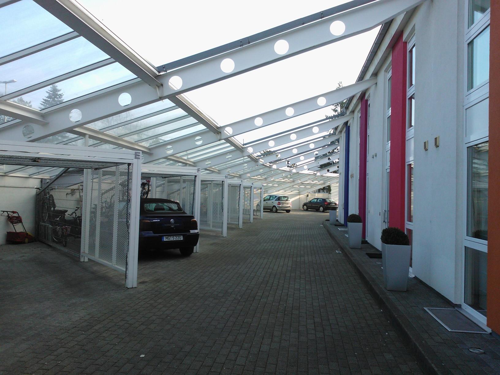 Покриване на паркинг в общ двор на редови къщи